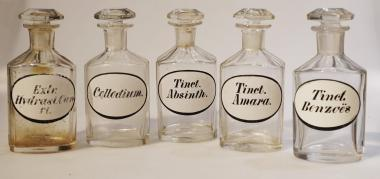 Apothekenflaschen, 5 St., um 1890.