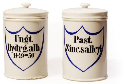 Paar Apotheken-Porzellangefäße, deutsch, um 1890. 2 St.