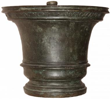Großer antiker Bronzemörser aus Italien, 1696, 53 kg.