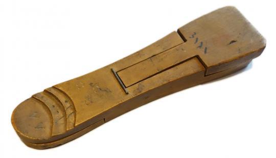 Münzprüfer aus Holz. Türkei, um 1850